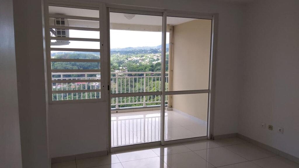 Appartement à louer 4 71.47m2 à Fort-de-France vignette-7