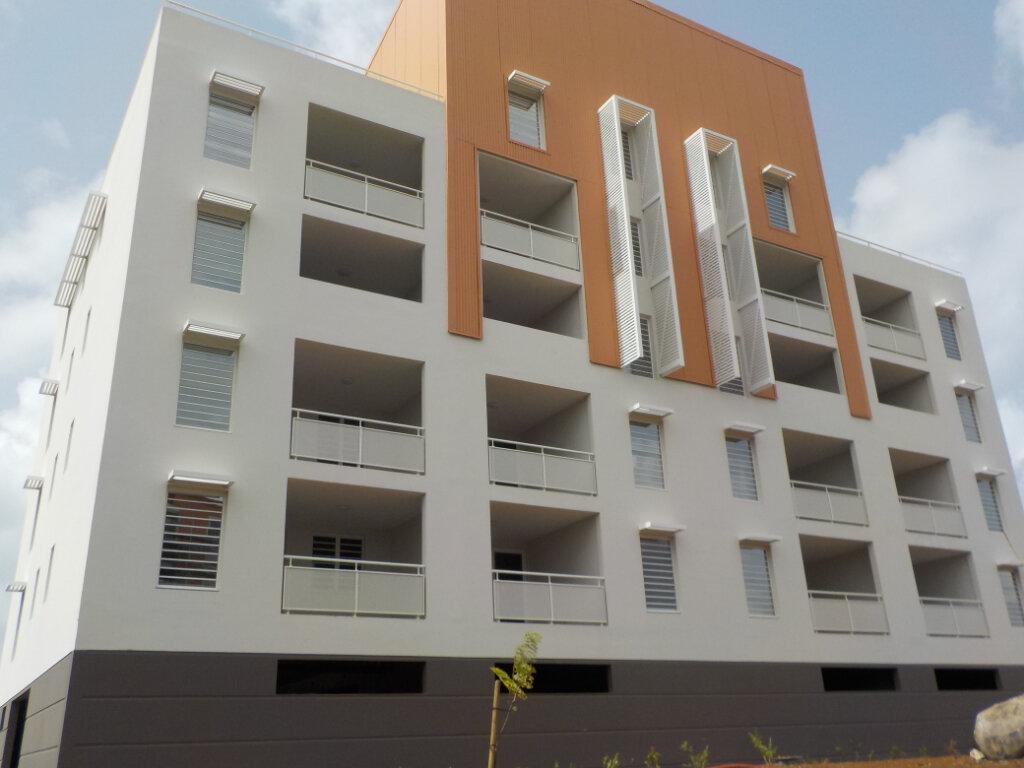 Appartement à louer 4 97m2 à Fort-de-France vignette-1