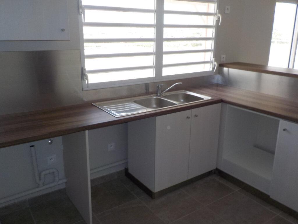 Appartement à louer 4 97m2 à Fort-de-France vignette-3