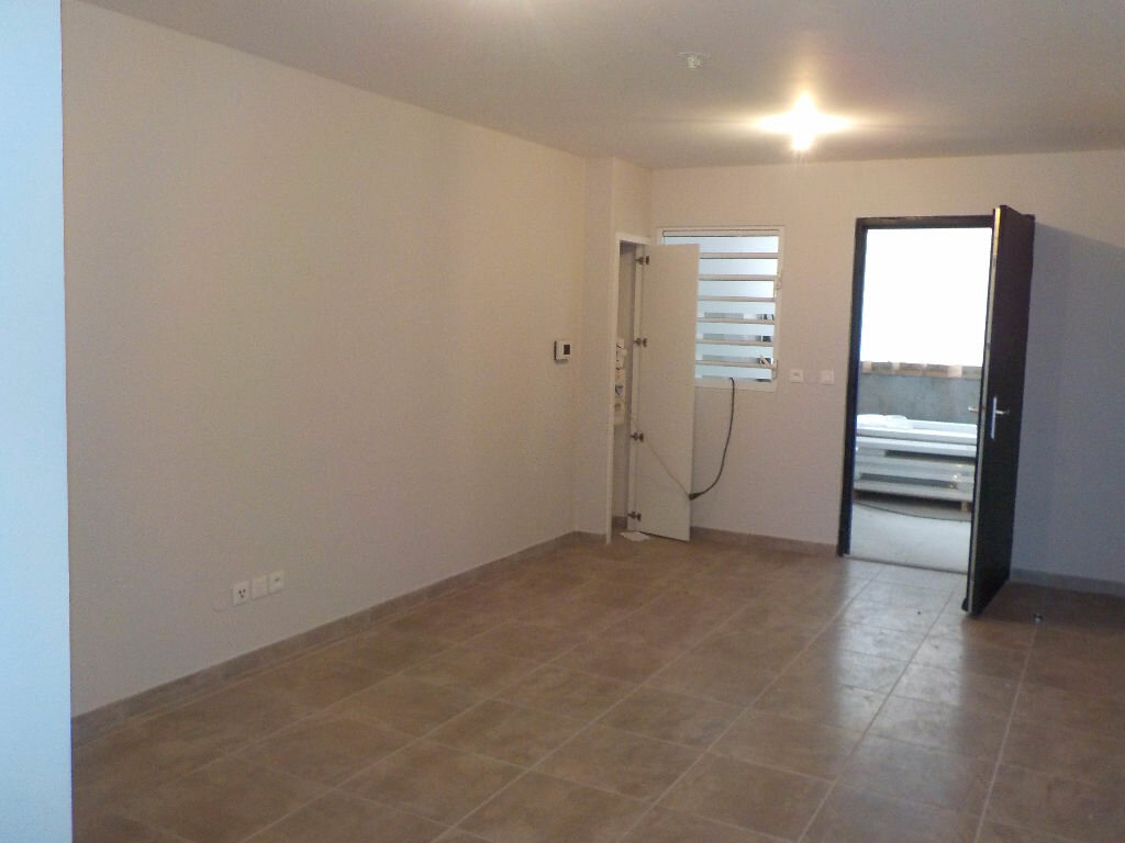 Appartement à louer 3 67.86m2 à Fort-de-France vignette-1