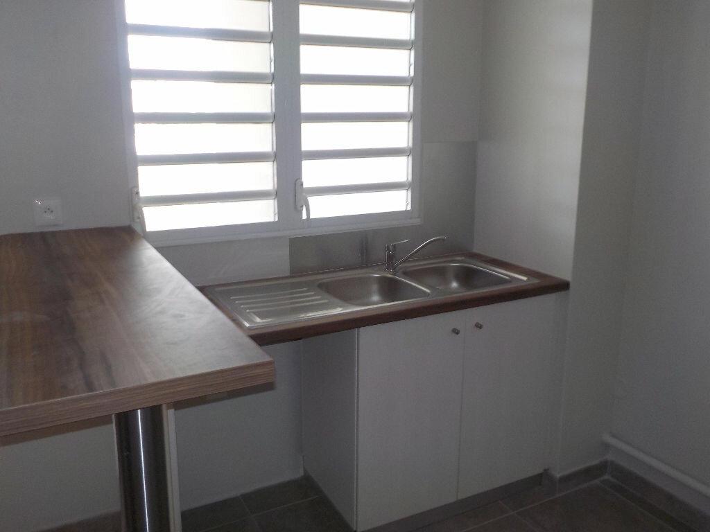 Appartement à louer 3 67.86m2 à Fort-de-France vignette-2