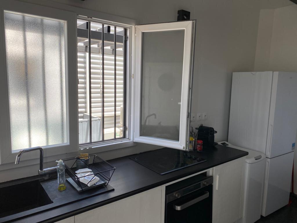 Maison à louer 3 100m2 à Fort-de-France vignette-4