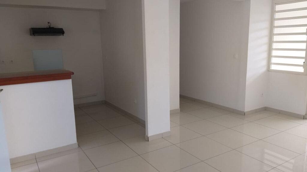 Appartement à louer 2 46m2 à Fort-de-France vignette-2