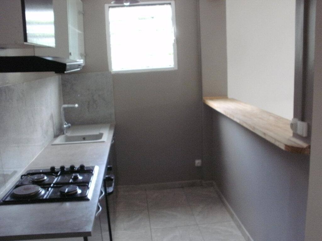 Appartement à louer 4 69.15m2 à Le Lamentin vignette-5