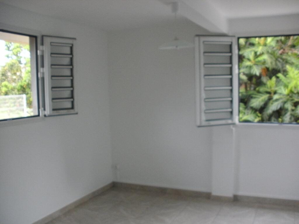 Appartement à louer 4 69.15m2 à Le Lamentin vignette-9