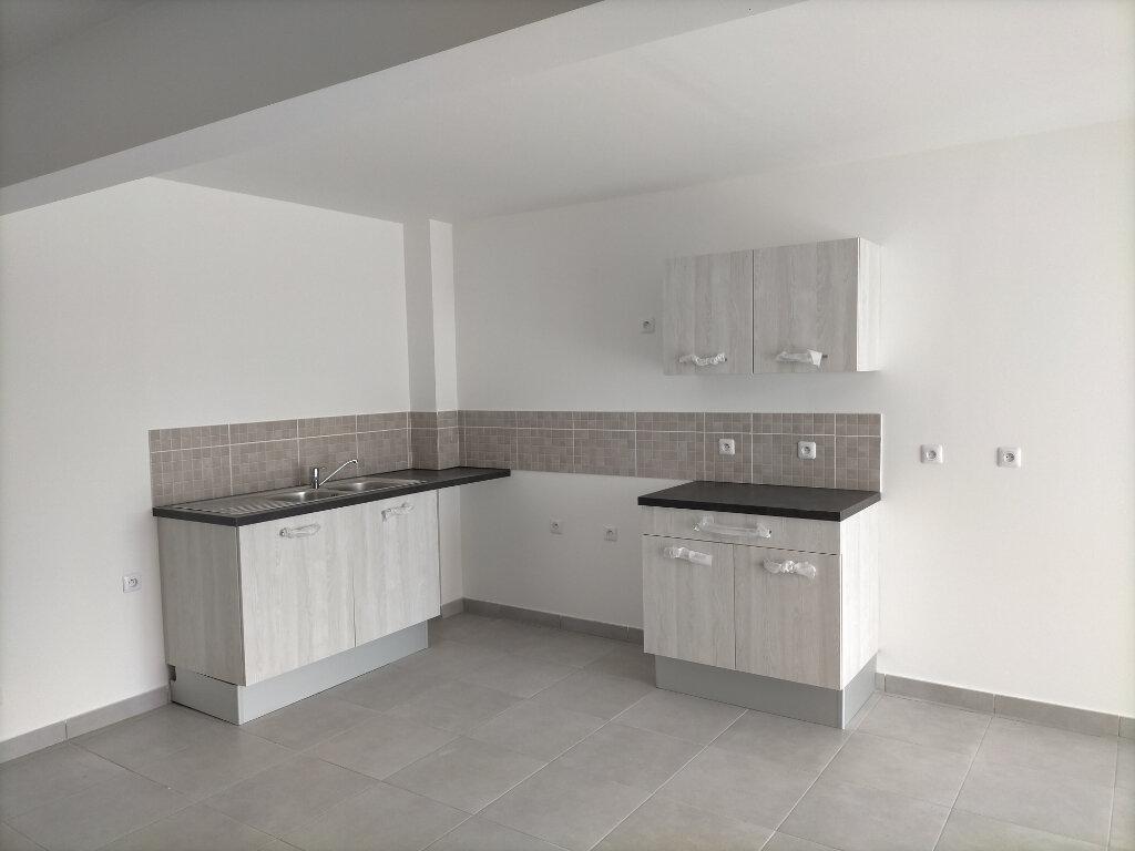 Appartement à louer 3 72.07m2 à Fort-de-France vignette-4