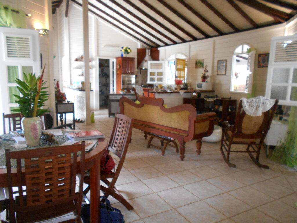 Maison à vendre 4 107m2 à Le Lamentin vignette-4