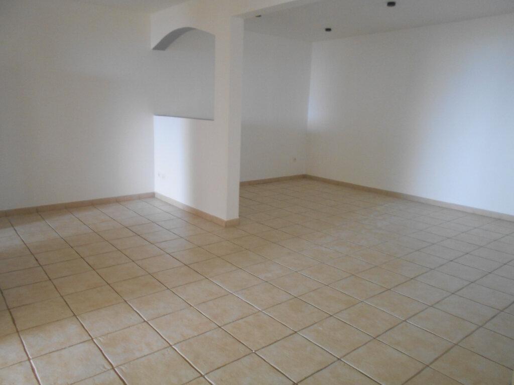 Appartement à louer 3 65.17m2 à Le François vignette-4