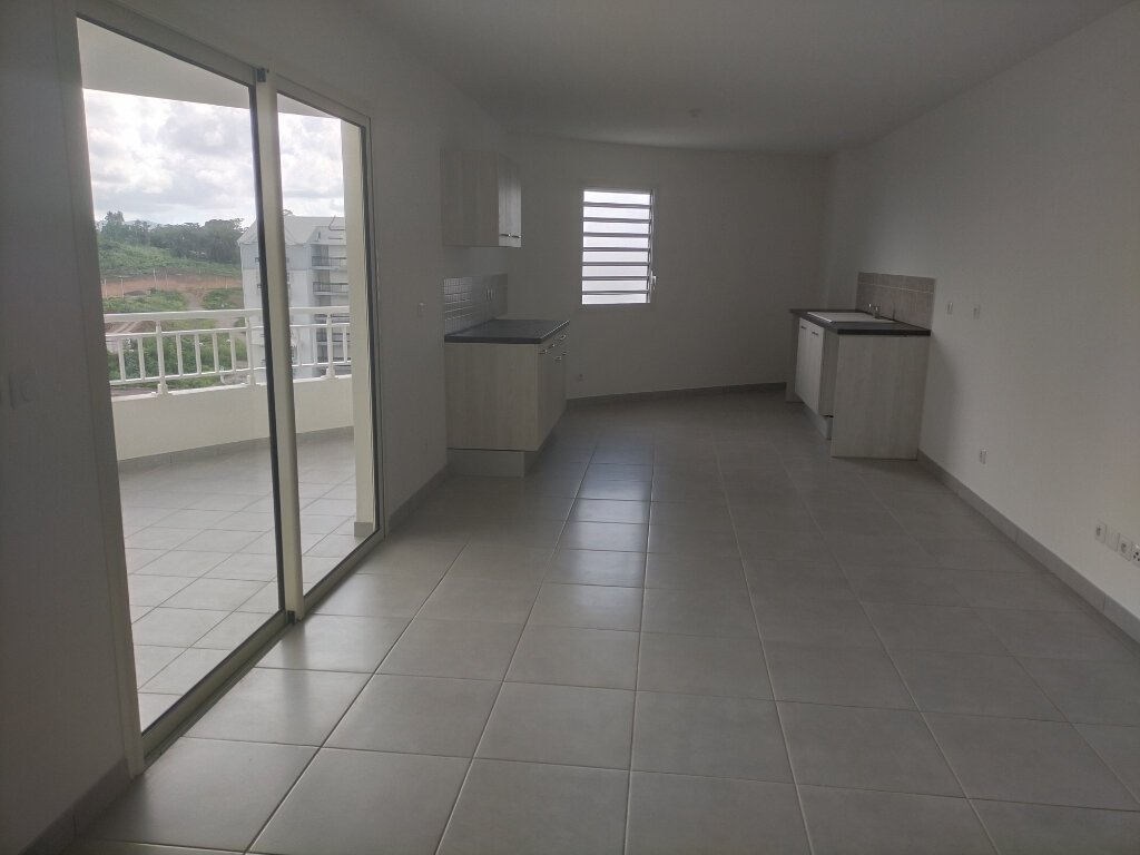 Appartement à louer 4 71.56m2 à Fort-de-France vignette-1
