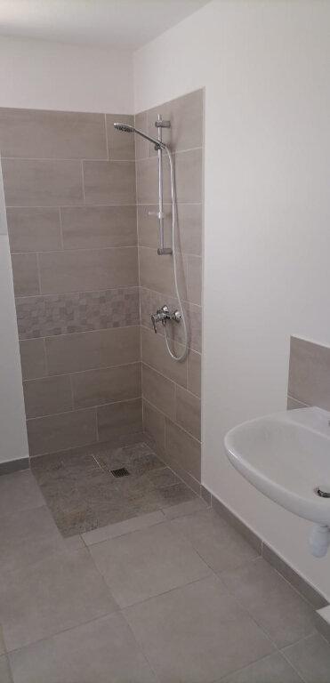 Appartement à louer 4 71.56m2 à Fort-de-France vignette-2