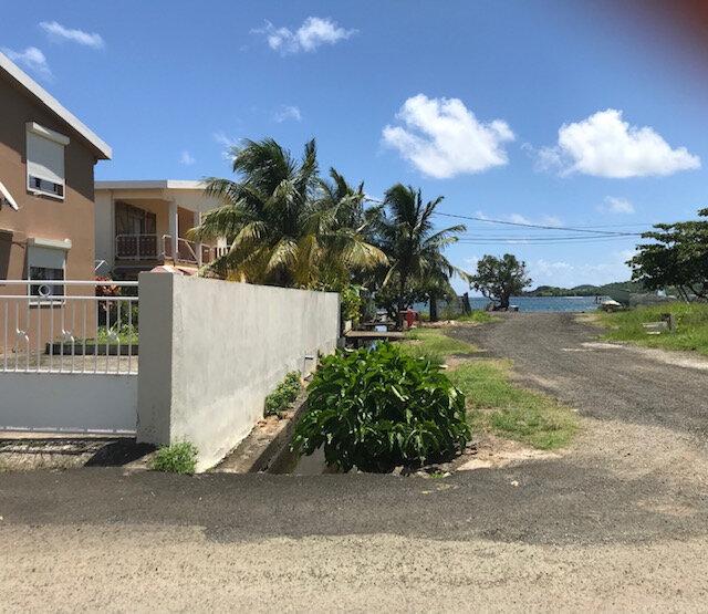 Appartement à louer 4 82.26m2 à La Trinité vignette-1