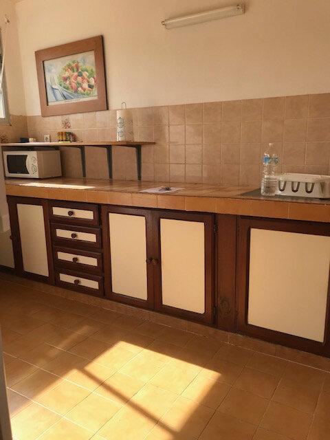 Appartement à louer 4 82.26m2 à La Trinité vignette-3