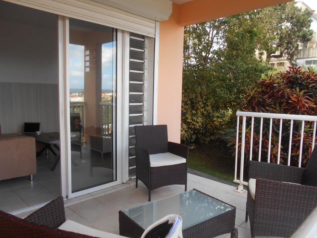 Appartement à louer 2 34m2 à Fort-de-France vignette-5