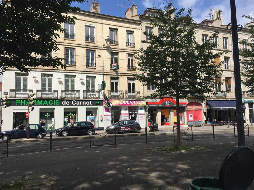 Appartement à louer 1 26m2 à Saint-Étienne vignette-1