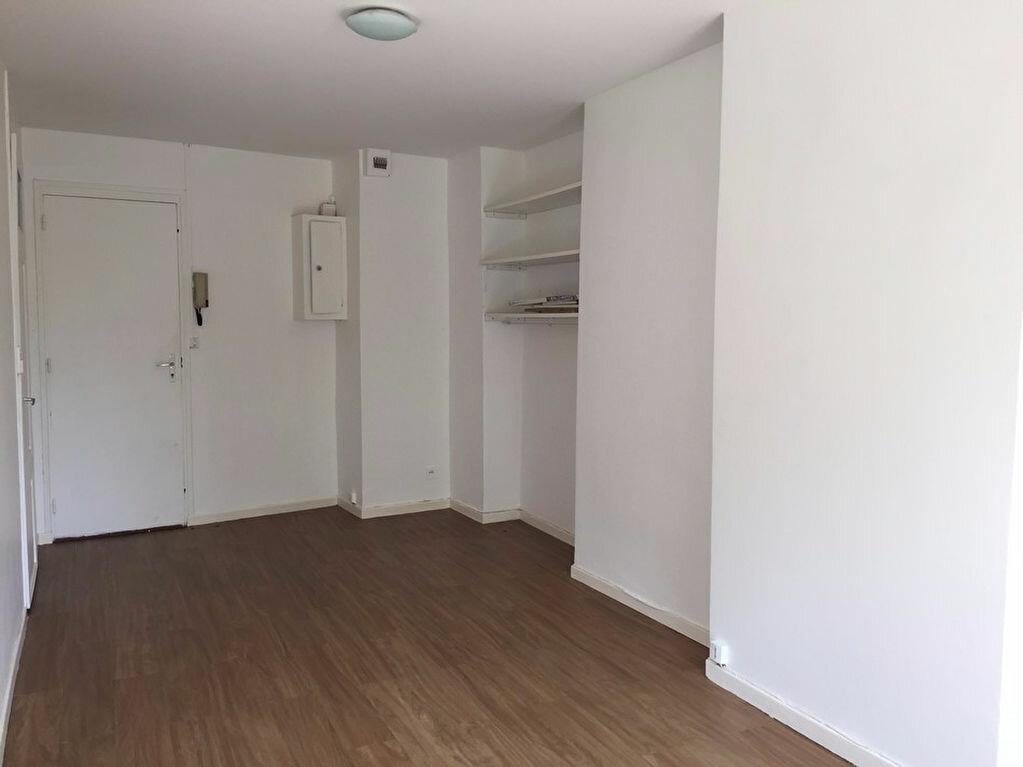 Appartement à louer 1 26m2 à Saint-Étienne vignette-3