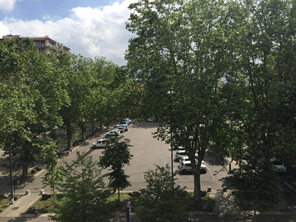Appartement à louer 1 26m2 à Saint-Étienne vignette-6