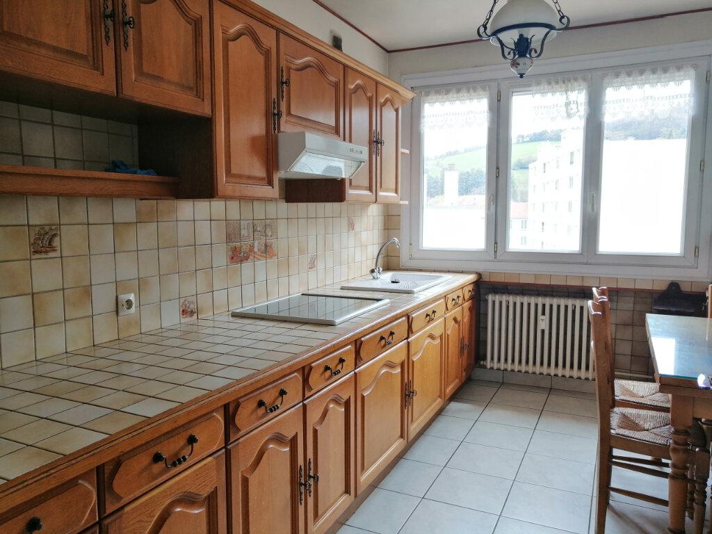 Appartement à louer 4 71.97m2 à Saint-Étienne vignette-2