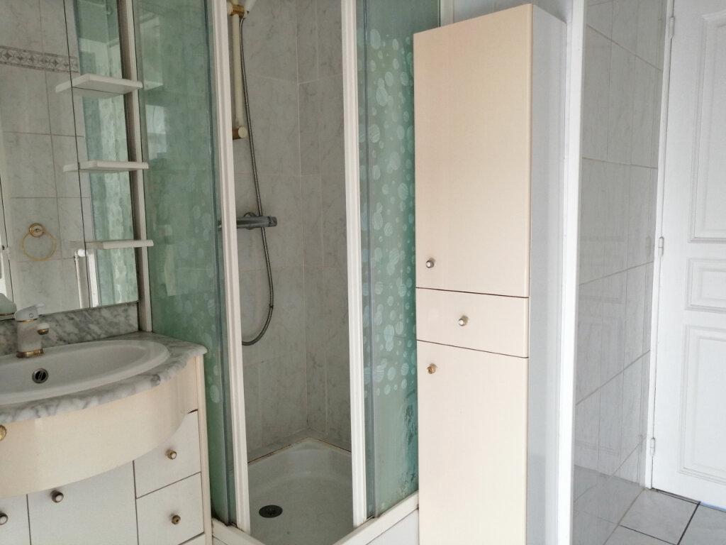 Appartement à louer 4 71.97m2 à Saint-Étienne vignette-5