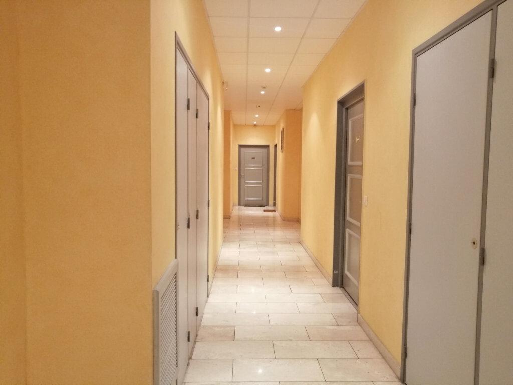 Appartement à louer 1 18.5m2 à Saint-Étienne vignette-2