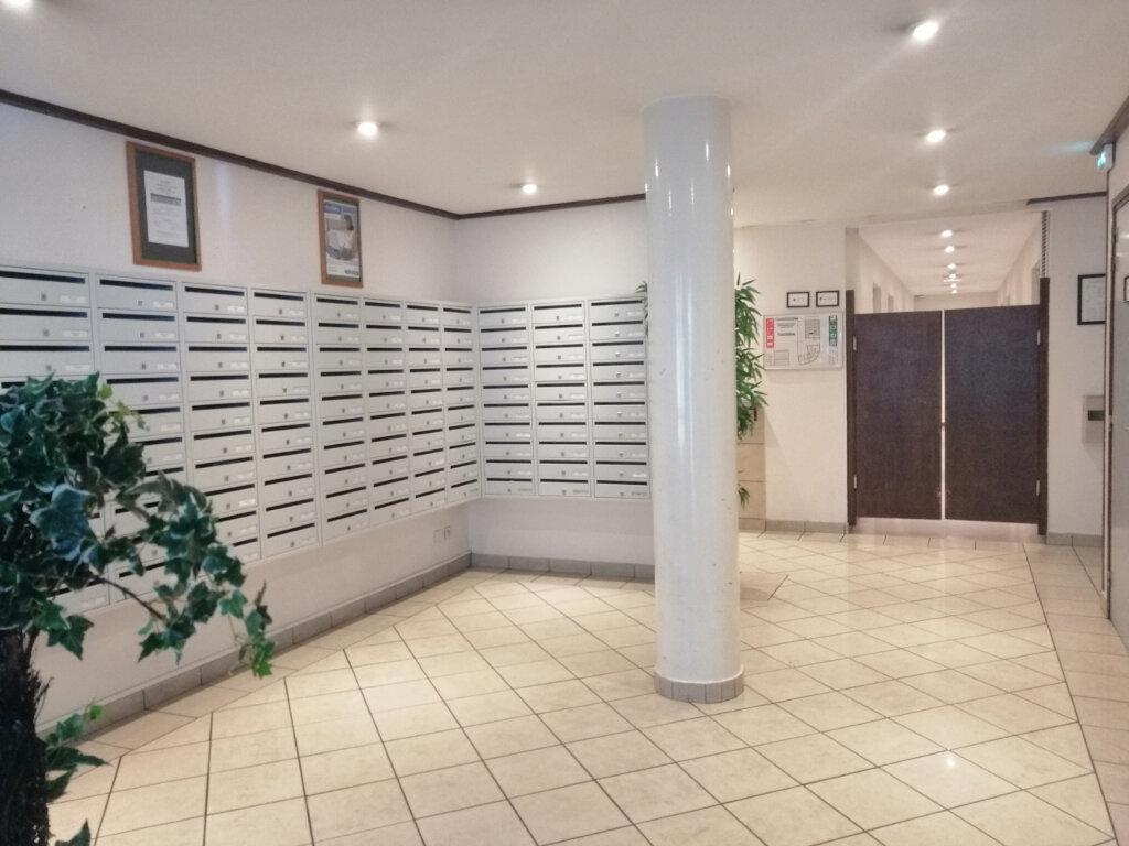 Appartement à louer 1 19m2 à Saint-Étienne vignette-1