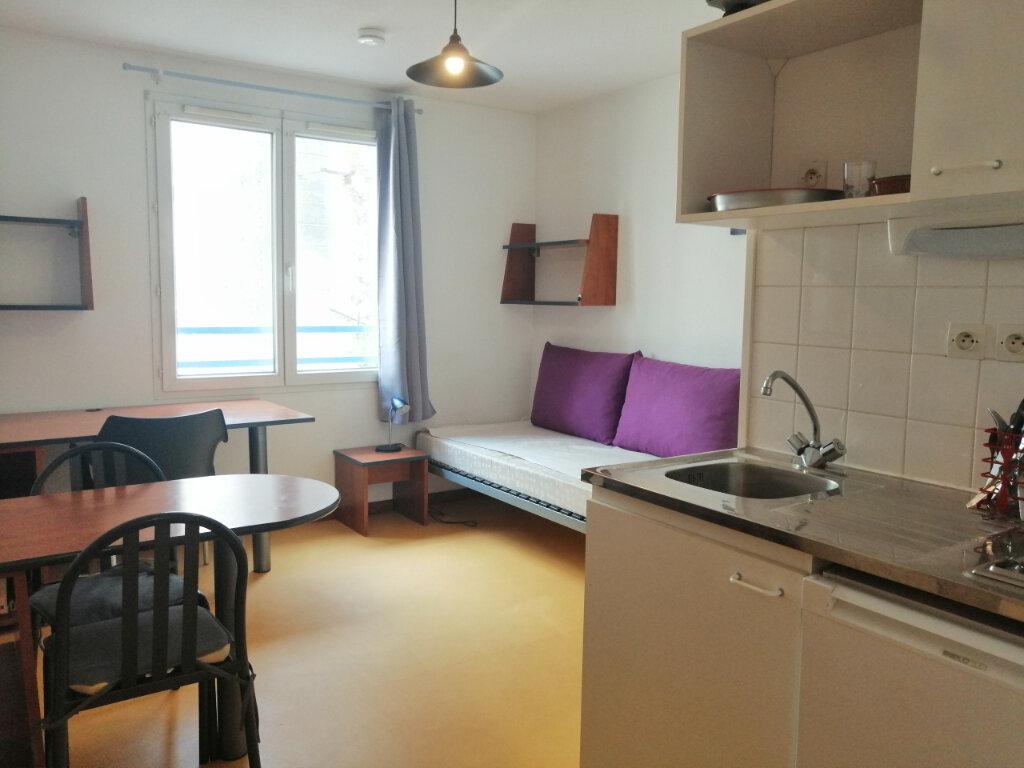 Appartement à louer 1 19m2 à Saint-Étienne vignette-2