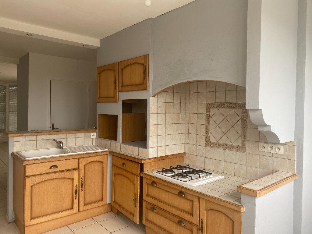 Appartement à louer 4 79m2 à Saint-Étienne vignette-2