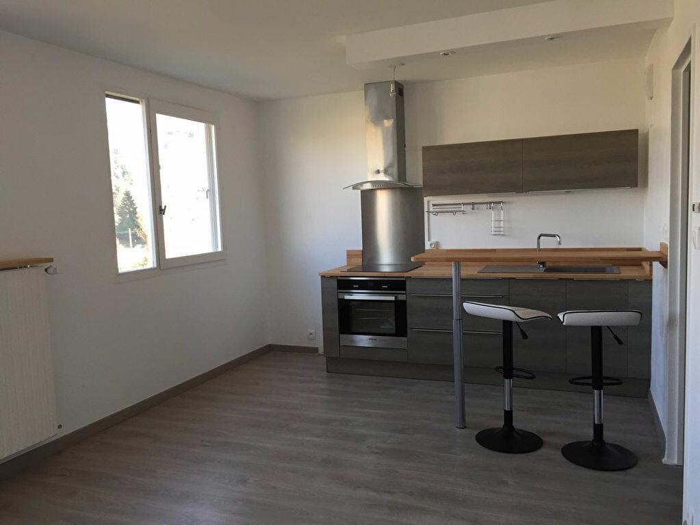 Appartement à louer 2 38m2 à Saint-Étienne vignette-3