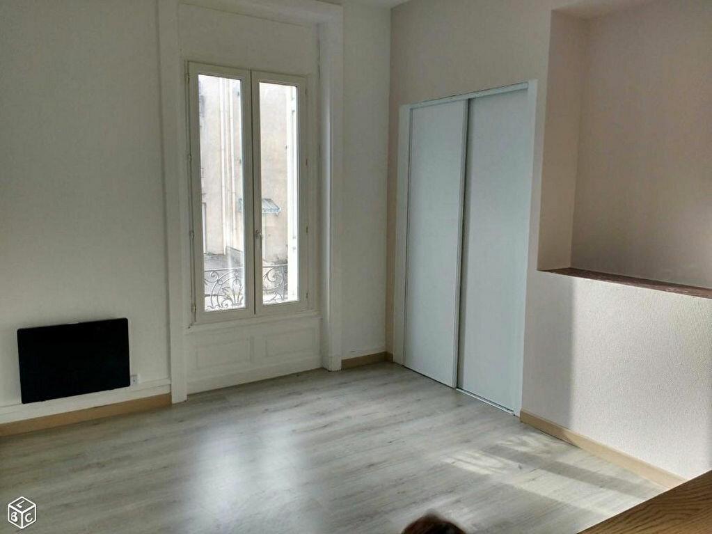 Appartement à louer 1 24.76m2 à Saint-Étienne vignette-3