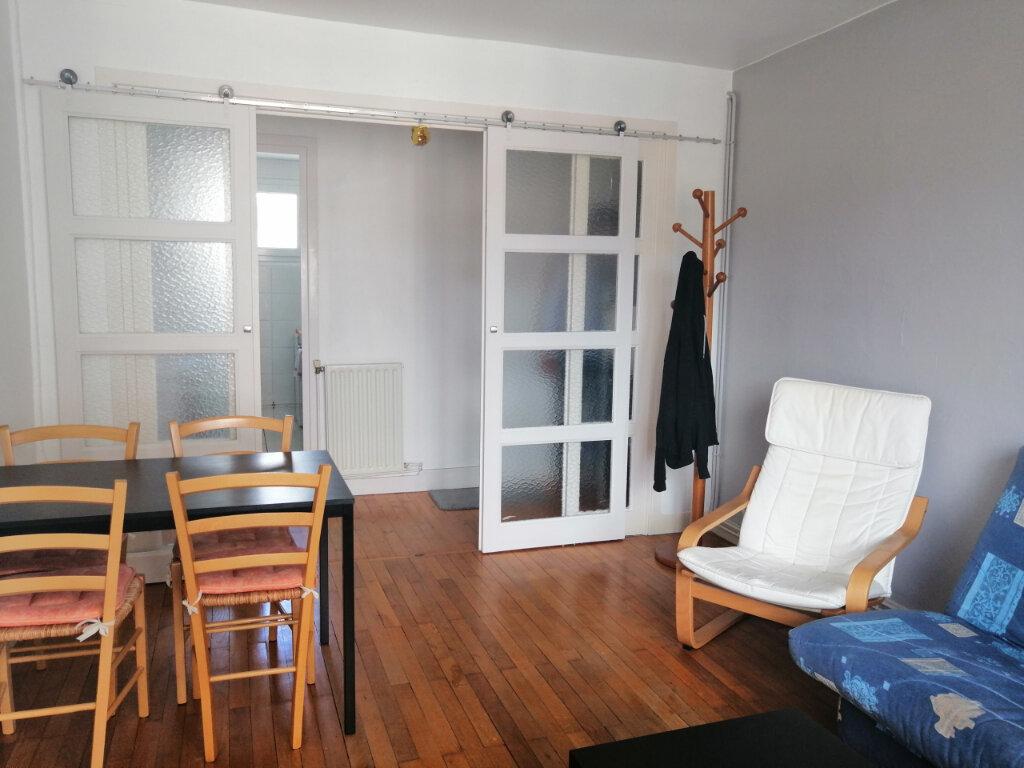 Appartement à louer 3 51.17m2 à Saint-Étienne vignette-3