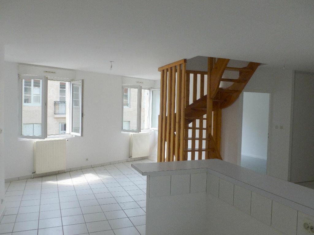 Appartement à louer 4 87.87m2 à Saint-Étienne vignette-1