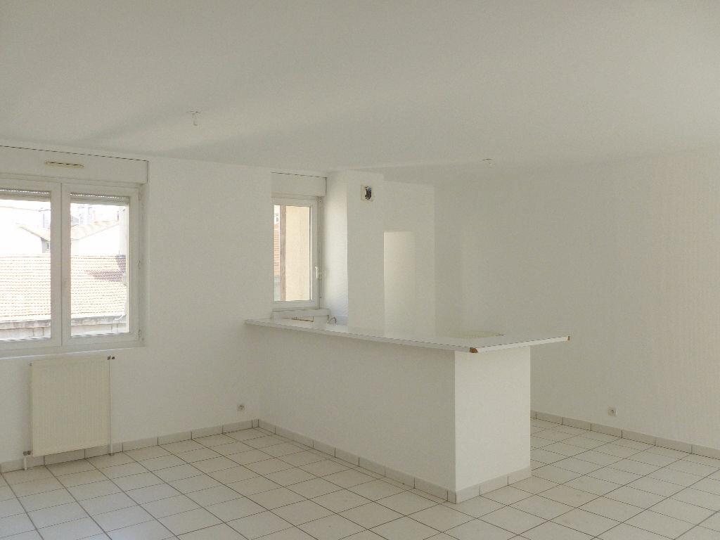 Appartement à louer 4 87.87m2 à Saint-Étienne vignette-4