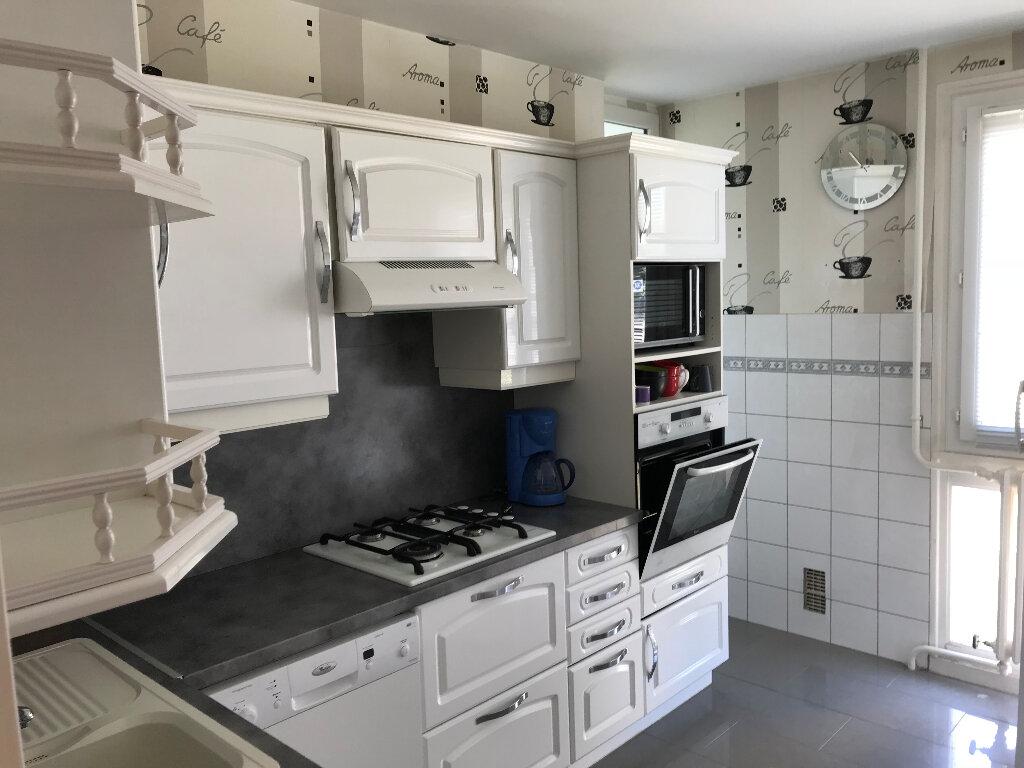 Appartement à louer 3 59.42m2 à Saint-Étienne vignette-3