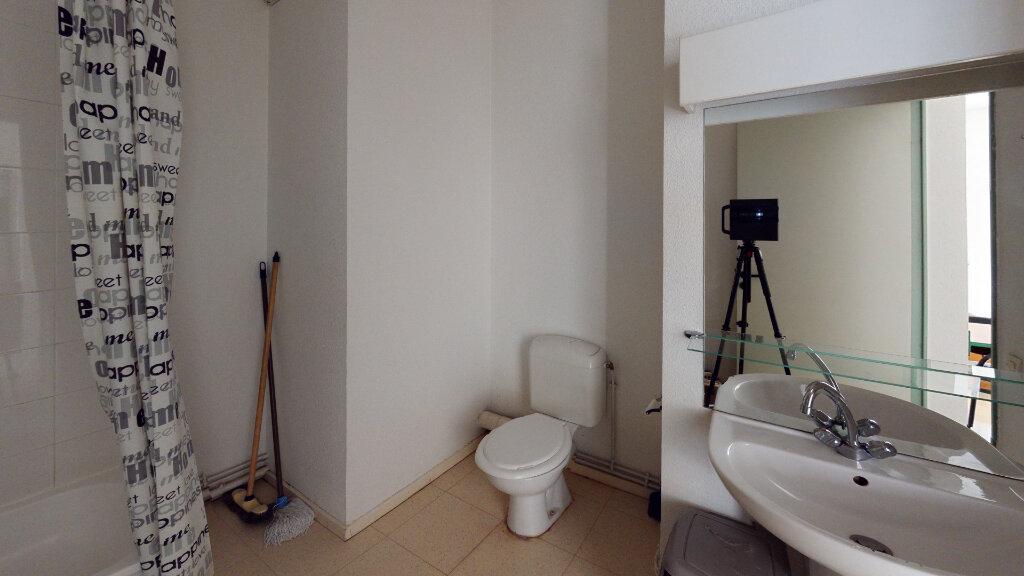 Appartement à louer 1 26m2 à Saint-Étienne vignette-4