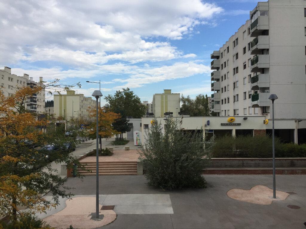 Appartement à louer 4 78.08m2 à Saint-Étienne vignette-2