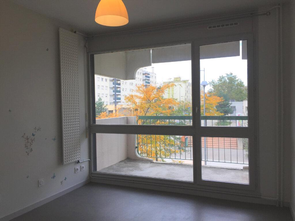 Appartement à louer 4 78.08m2 à Saint-Étienne vignette-3