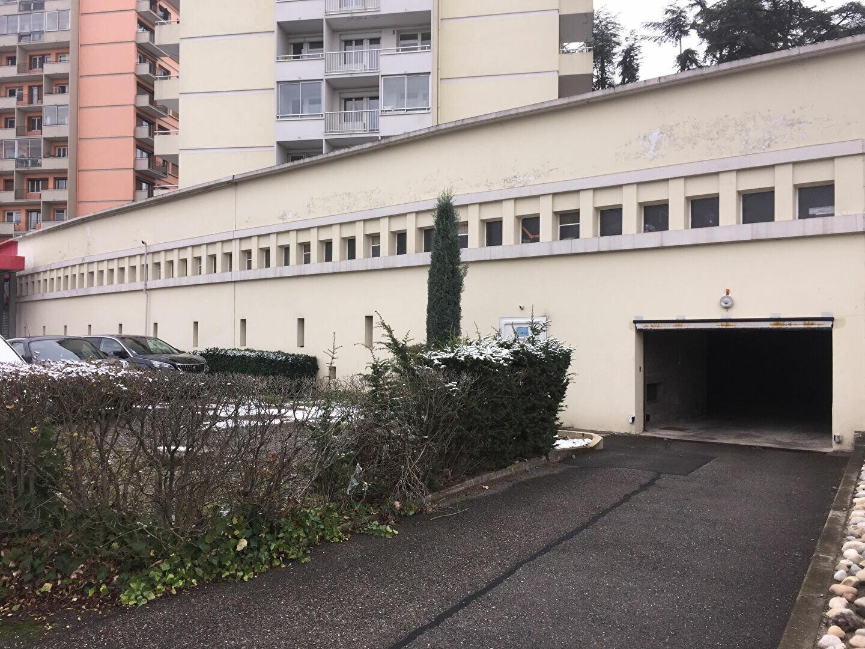 Stationnement à louer 0 0m2 à Saint-Étienne vignette-1