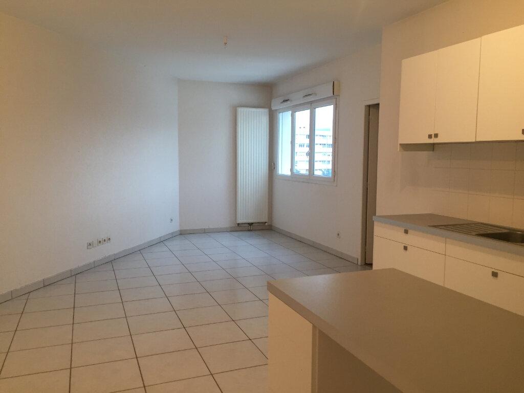 Appartement à louer 3 67.36m2 à Saint-Étienne vignette-2