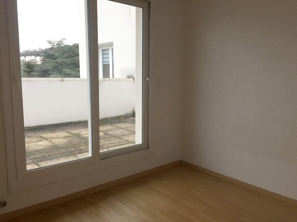 Appartement à louer 3 67.36m2 à Saint-Étienne vignette-3