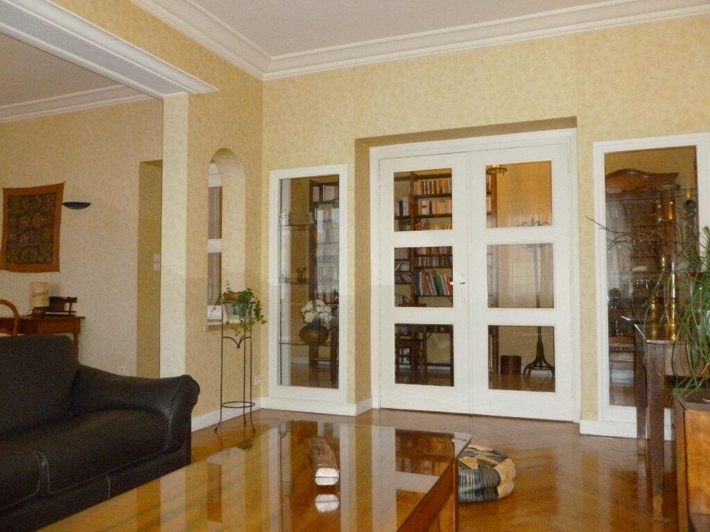 Appartement à vendre 5 137.41m2 à Saint-Étienne vignette-1
