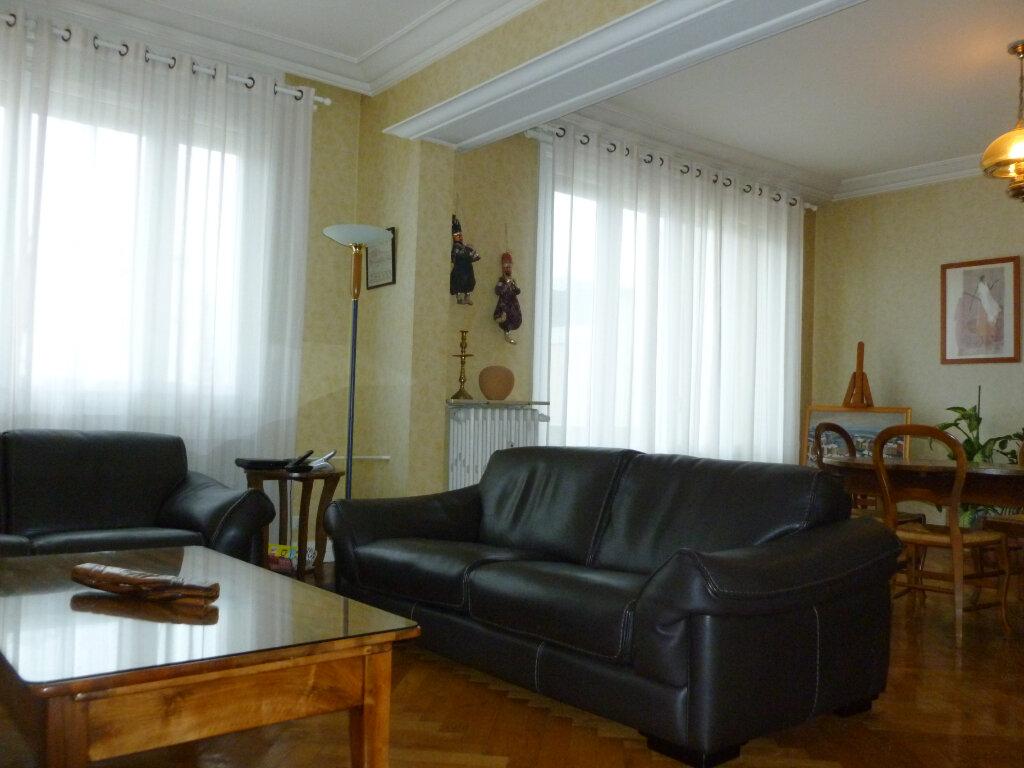 Appartement à vendre 5 137.41m2 à Saint-Étienne vignette-2