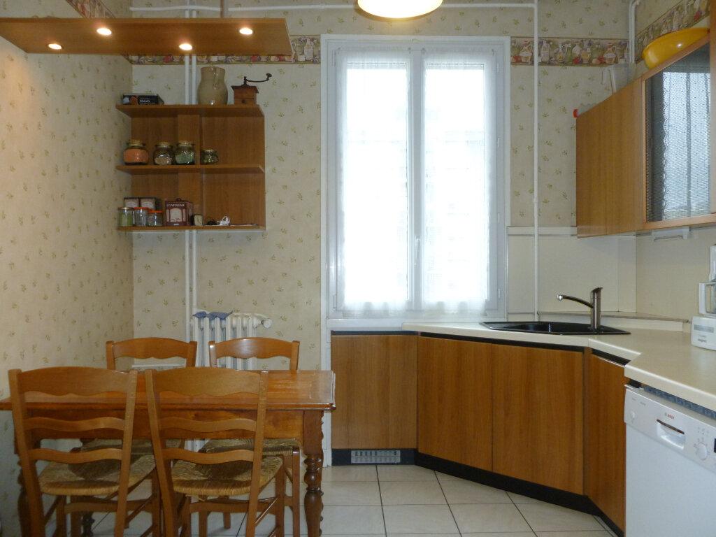 Appartement à vendre 5 137.41m2 à Saint-Étienne vignette-4