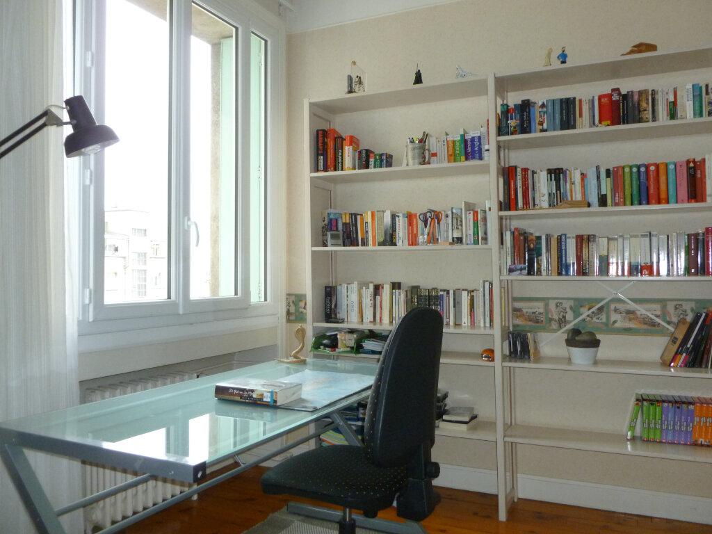 Appartement à vendre 5 137.41m2 à Saint-Étienne vignette-5