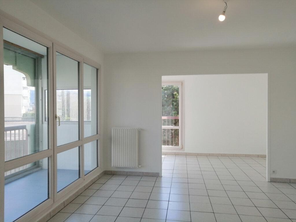 Appartement à louer 3 75m2 à Saint-Étienne vignette-1