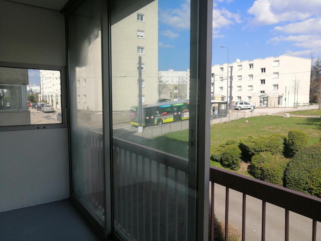 Appartement à louer 3 75m2 à Saint-Étienne vignette-2