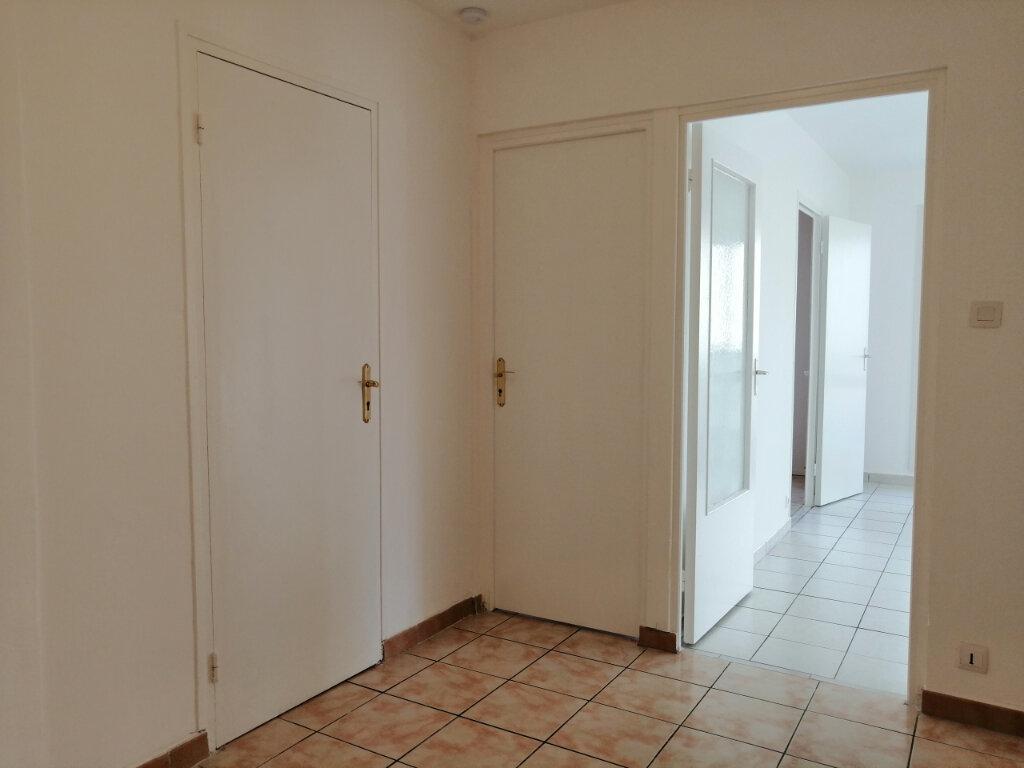 Appartement à louer 3 75m2 à Saint-Étienne vignette-5