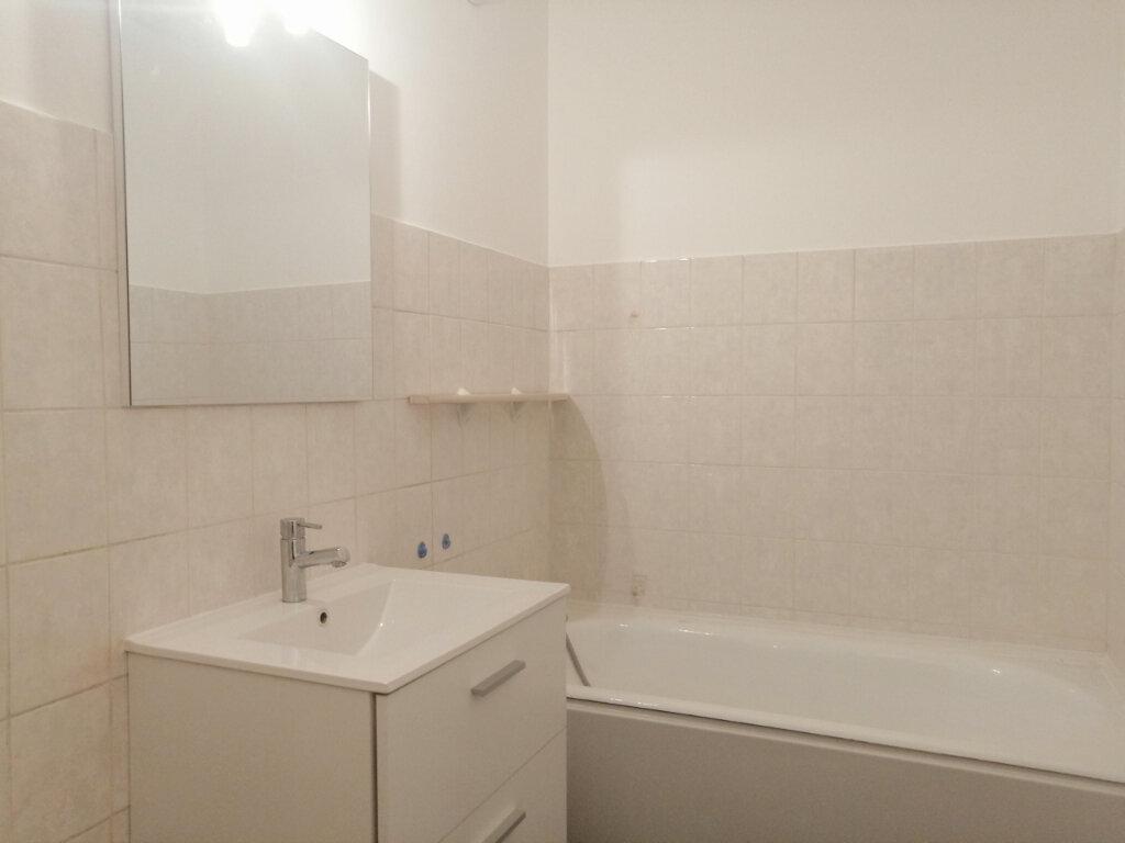 Appartement à louer 3 75m2 à Saint-Étienne vignette-6
