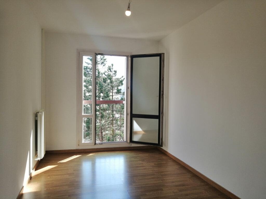 Appartement à louer 3 75m2 à Saint-Étienne vignette-9