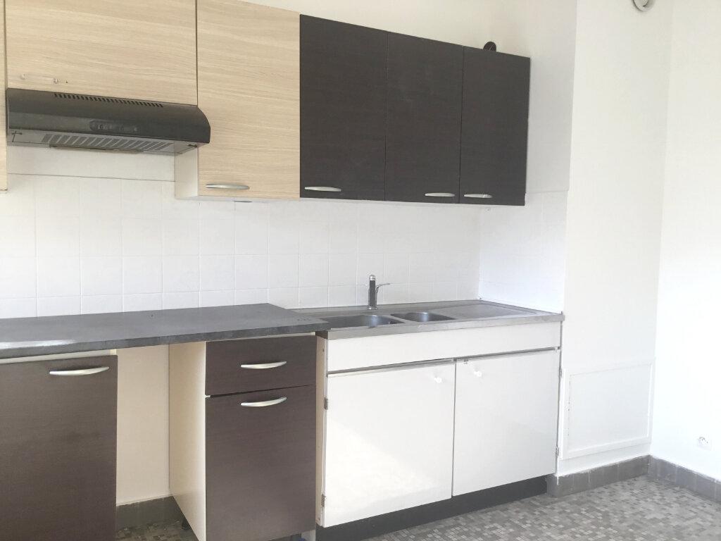 Appartement à louer 3 70m2 à Saint-Étienne vignette-3