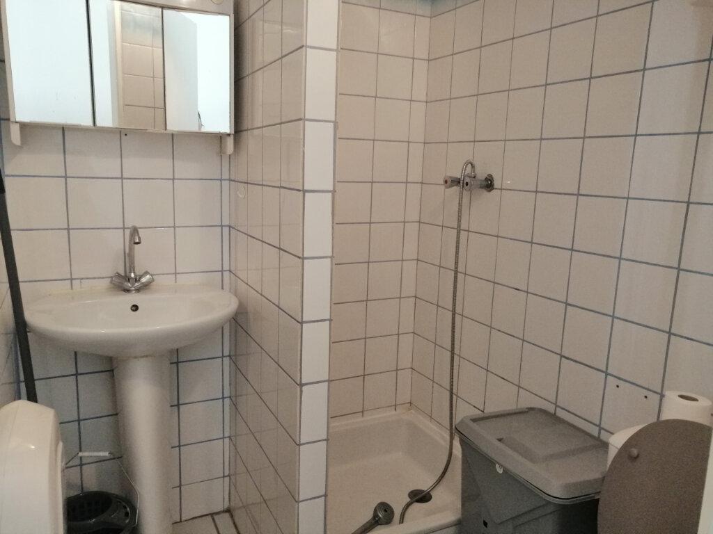 Appartement à louer 1 12.28m2 à Saint-Étienne vignette-3