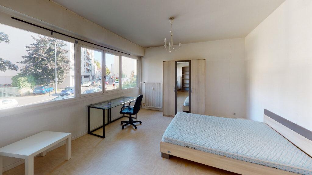 Appartement à louer 1 33m2 à Saint-Étienne vignette-2